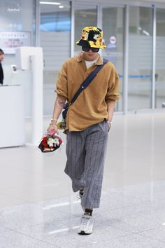 Korean Fashion Men, Kpop Fashion, Fashion Outfits, Airport Fashion, Men Fashion, Fall Fashion, Style Fashion, Petite Fashion, Curvy Fashion