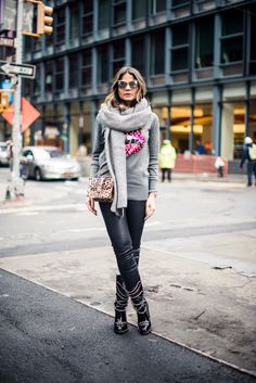 Loved the scarf and the sweater - Thassia Naves