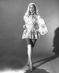 Veronica Carlson born 18 September 1944 in Yorkshire England is an English model and actress famous for her roles in Hammer horror films 60s And 70s Fashion, Retro Fashion, Girl Fashion, Vintage Fashion, Chubby Fashion, Fashion Terms, Classy Fashion, Fashion Black, French Fashion