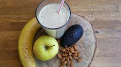 Banana/apple/avocado/almonds smoothie