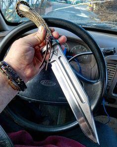 43 отметок «Нравится», 1 комментариев — Hrodberht Turambar (@wolfie_83) в Instagram: «Do you edc a super size fixed blade?  #fixedbladeeveryday #fixedblade #bowieknife #everydaycarry»