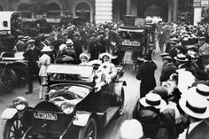 Nurses leaving London's Charing Cross Railway Station for The London Hospital to help with the wounded coming back from Belgium in 1914. Daily Mirror Archive