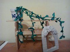półka do zawieszenia mini bluszcz i ramka na zdjęcie   Miniatures   shelf clothes peg for hanging ivy and a mini photo frame