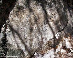 Taşçı I-IITaşçı I-II   Kalker kaya üzerine, 3 m uzunluğunda kaya yüzeyi kazılarak işlenmiş rölyeflerin sol tarafında Büyük Kral Hattusili'nin kartuşu ve kahraman unvanı yer alır.