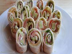 #Przekaski, które na imprezkach rozchodzą się w mgnieniu oka! Zawijane #tortille z #farszem, a do tego oczywiście #SosCzosnkowy :) Jamiii :D Sushi, Sausage, Meat, Ethnic Recipes, Blog, Gastronomia, Recipes, Sausages, Hot Dog