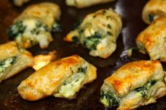 For the Love of Food: Meatless Monday : Spinach Feta Puffs Yummy Appetizers, Appetizers For Party, Appetizer Recipes, Snack Recipes, Cooking Recipes, Snacks, Fruit Recipes, Brunch Recipes, Vegetable Recipes