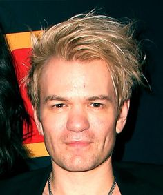 Deryck Whibley Short Straight Casual Hairstyle with Side Swept Bangs Blonde and Light Blonde Two-Tone Hair Color Medium Bob Hairstyles, Teen Hairstyles, Casual Hairstyles, Layered Hairstyles, Braided Hairstyles, Short Straight Hair, Short Hair Cuts, Blonde Haircuts, Pixie Haircuts