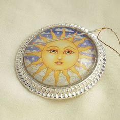 tray, cut it off with a flush cutter, and file it smooth. Using the same glass glue or How To Make Photo, Glass Tile Pendant, Needle Minders, Badge Reel, Badge Holders, Decorative Plates, Arts And Crafts, Sewing, Fabric