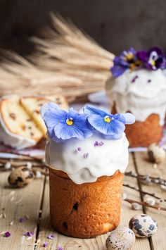I love all things Easter so I am beyond excited about this traditional Easter Bread - Kulich. The complex, sweet, eggy and buttery taste of my heritage.