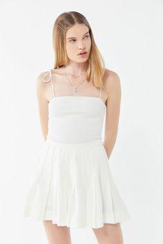 e81e1c4a6b5 Slide View  1  UO Mia Pleated Mini Skirt Classic Elegance