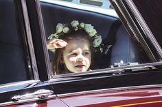 Princezna Charlotte přijíždí na svatbu Meghan.