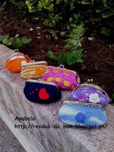 Rendas da Mãe: Bolsinhas porta moedas com fecho da vovó Coins, Coin Purse, Crochet Hats, Wallet, Purses, Coin Wallet, Articles, Made By Hands, Tricot