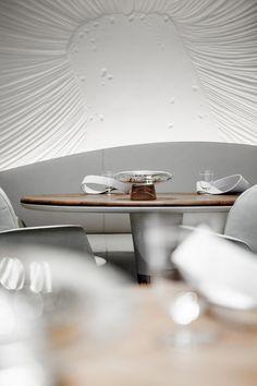 Hotel Plaza Athénée Restaurant by Jouin Manku Design, Paris - Retailand… Hotel Plaza, Luxury Restaurant, Cafe Restaurant, Restaurant Design, Chinese Restaurant, Bar Design, Design Studio, Floor Design, Top Interior Designers