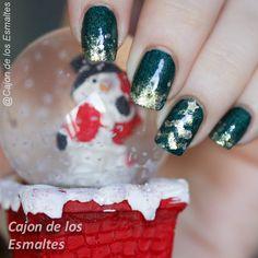 Christmas tree nail art  #holidays #christmas #nails