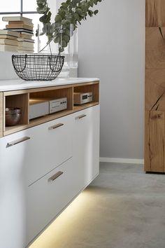 Das Echtholz Furnier In Hellem Asteiche Des Sideboards Der Interliving  Wohnzimmer Serie Lässt Dein Wohnzimmer
