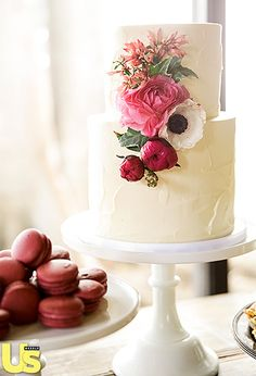 Simply Delish Chris Siegfried and Desiree Hartsock selected a salted caramel and Oreo cake from Sweet and Saucy that was embellished with soft pink flowers, and on the side, red velvet macaroons served as an even sweeter treat.