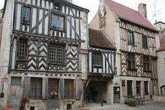 Noyers-sur-Serein. Yonne. Bourgogne