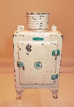 Hubley Cast Iron GE Refrigerator Bank 1930s