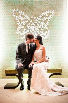 Ślubny motyw przewodni: motyle!  Więcej na blogu Madame Allure :)
