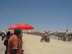 Un bonito recuerdo de la carrera DAKAR   2012 a su llegada a Pisco - Perú.