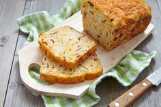 Bacon Cheddar Cornbread: An Amazing Twist On An Old Favorite – 12 Tomatoes Bread Rolls, Quick Bread, Sweet Bread, Tasty Dishes, Food To Make, Biscuits, Just For You, Cooking Recipes, Yummy Food