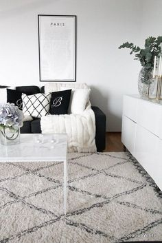 Basic colors like black, grey and white can be super easy to match with almost everything on your living room. If you are looking for simple living room, remember to use basic colors. [Picture taken from instagram - photographer: unknown - instagram account: interior123]
