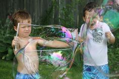 24 Easy Summer Science Experiments for Kids - The Krazy Coupon Lady Outdoor Activities For Kids, Toddler Activities, Fun Activities, Giant Bubbles, Blowing Bubbles, Super Bubbles, Cool Science Experiments, Easy Science, Science Projects