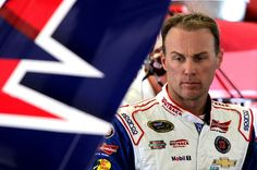 Kevin Harvick Hosts Military Troops at Outback for Folds of Honor