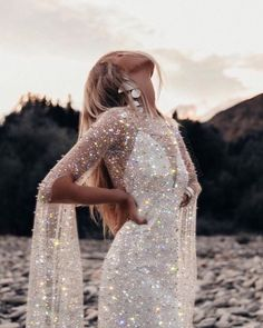 Image discovered by Enchanted Butterfly. Find images and videos about girl, fashion and style on We Heart It - the app to get lost in what you love. Glitter Art, Glitter Dress, White Glitter, Holographic Glitter, Fashion Week, Fashion Outfits, Girl Fashion, Glitter Photography, Photography Women