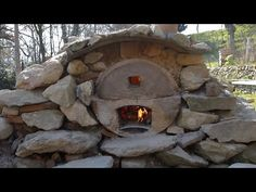 Wilderness Oven: Make a Stone Oven - Backyard Wilds Outdoor Stone, Outdoor Fire, Outdoor Decor, Dry Cabin, Backyard Barbeque, Barbecue, Oven Diy, Wood Burning Oven, Pottery Kiln
