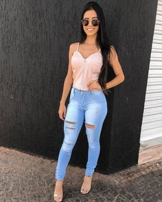 Women can wear skinny jeans with the best of them. Check these squeezy tight jeans girls that make you say OMG. Spring Outfits, Trendy Outfits, Cute Outfits, Fashion Outfits, Sexy Jeans, Skinny Jeans, Black Women Fashion, Womens Fashion, Trendy Fashion