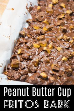 Fritos Peanut Butter Cup Bark is a delicious sweet and salty dessert made with milk chocolate and loaded with Fritos corn chips and chopped Reeses peanut butter cups. Smores Dessert, Bon Dessert, Vegan Recipes Easy, Baking Recipes, Sweet Recipes, Kitchen Recipes, Peanut Butter Cups, Köstliche Desserts, Dessert Recipes