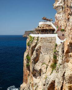 Pont d'en Gil y Cova d'en Xoroi Menorca, Travel Tips, Nature, Traveling, Surf Girls, Dimples, World, Sand Beach, Beach Bars