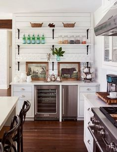 Decorating Kitchen Farmhouse Style Kitchen with Wood Floors - Enjoy touring a fresh and airy North Carolina home in muted, neutral tones. There are several elements I love about this charmer! Classic Kitchen, Farmhouse Style Kitchen, New Kitchen, Modern Farmhouse, Kitchen Ideas, White Farmhouse, Country Kitchen, Awesome Kitchen, Eclectic Kitchen