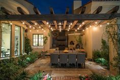 Before planning and building a pergola, discover the best options for your house and yard. Check out these pergola design ideas to get you started. Outdoor Decor, Outdoor Kitchen Design, Patio Design, Pergola Lighting, Pergola Designs, Outdoor Kitchen Decor, Patio Layout