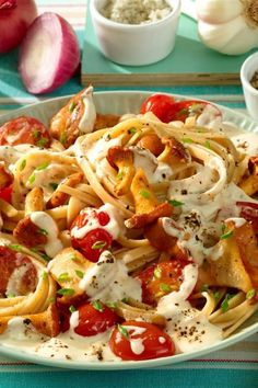 Chanterelles in cheese sauce with ribbon pasta- Pfifferlinge in Käse-Soße zu Bandnudeln Chanterelles in cheese sauce with ribbon pasta – recipes – - Salad Recipes Healthy Lunch, Salad Recipes For Dinner, Chicken Salad Recipes, Easy Salads, Meat Recipes, Pasta Recipes, Vegetarian Recipes, Easy Meals, Healthy Lunches