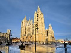 Best Cities to Visit in Spain. Founded as a Roman military encampment, León is the capital of the province of the same name. The year 910 was the beginning of one its most prominent historical periods, when it became the capital of the Kingdom of León, which took active part in the Reconquista against the Moors. Its standout attraction is the cathedral, one of the most beautiful in Spain. By night León is taken over by its large student population, who provide it with an irresistible energy.