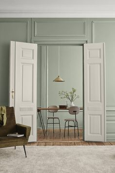 Identity : Jotun Lady new Color chart 2019 - Only Deco Love Green Dining Room, Living Room Green, Beautiful Interiors, Colorful Interiors, Scandinavian Interiors, Trending Paint Colors, Home Interior, Interior Design Wall, Color Interior