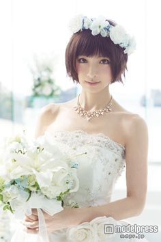 篠田麻里子、新作ウエディングドレスコレクションお披露目 - モデルプレス