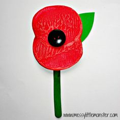 Remembrance day poppy potato print craft for kids Simple remembrance day poppy craft for kids. Remembrance Day Activities, Remembrance Day Poppy, Poppy Craft For Kids, Crafts For Kids, Wreath Crafts, Flower Crafts, Paper Plate Poppy Craft, Memorial Day Poppies, Poppy Template