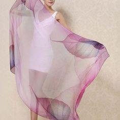 Luxusné hodvábne šále a ručne maľované šále z prírodného hodvábu. Potešte seba i svojich blízkych originálnym hodvábnym výrobkom Indian Sarees, Cover Up, Dresses, Fashion, Indian Saris, Vestidos, Moda, Fashion Styles, Dress