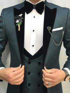 Product vest grooms color code greensize 46 48 50 52 54 56 suit material 70 viscose 30 poly machine washable no fitting slim fit remarks dry cleaner season 2019 spring wedding season new wedding suits men groom attire menswear ideas grooms groomattire Green Wedding Suit, Wedding Dress Men, Wedding Men, Wedding Tuxedos, Wedding Suits For Groom, Men Wedding Suits, Black Tuxedo Wedding, Vintage Wedding Suits, Menswear Wedding
