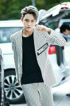 Korean Men Hairstyle, My Hairstyle, Cool Hairstyles, Mingyu Seventeen, Seventeen Debut, Wonwoo, Jeonghan, Pelo Color Azul, Rapper