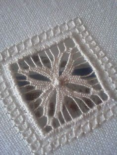 Maria Cristina Bulgarelli's media content and analytics Hardanger Embroidery, Ribbon Embroidery, Cross Stitch Embroidery, Crazy Quilting, Diy Broderie, Monks Cloth, Drawn Thread, Point Lace, Lace Patterns