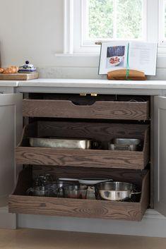 old farmhouse kitchen Kitchen Diner Lounge, Open Plan Kitchen Diner, Country Kitchen, New Kitchen, Kitchen Ideas, Pantry Design, Cabinet Design, Kitchen Design, Humphrey Munson