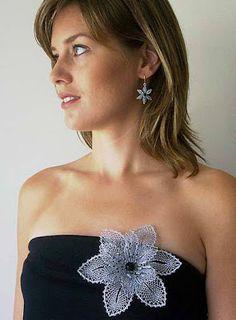 Tatting Jewelry, Lace Jewelry, Crochet Jewellery, Bobbin Lacemaking, Bobbin Lace Patterns, Lace Making, Collar Necklace, Beaded Embroidery, Knitting