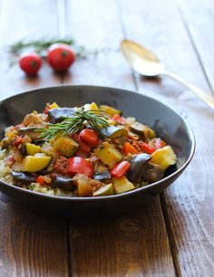 Quinoa Ratatouille: a warm and comforting vegetable stew made with tomatoes, eggplant, red pepper and zucchini. #vegan #glutenfree