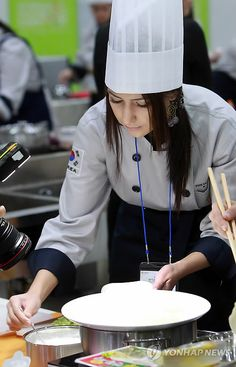 Foreigners in Korea competing at COEX Food Expo in Seoul, Korea!