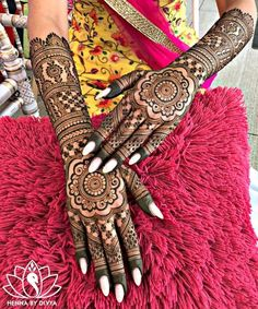 94 Easy Mehndi Designs For Your Gorgeous Henna Look Henna Hand Designs, Mehndi Designs Finger, Wedding Henna Designs, Indian Henna Designs, Latest Bridal Mehndi Designs, Mehndi Designs For Girls, Beautiful Henna Designs, Pretty Designs, Dulhan Mehndi Designs