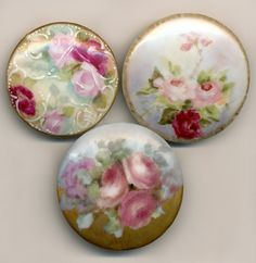 Beautiful Antique Porcelain hand painted, floral buttons. Button Art, Button Crafts, Look Vintage, Vintage Items, Shibori, Decoupage, Painted Porcelain, Hand Painted, China Painting